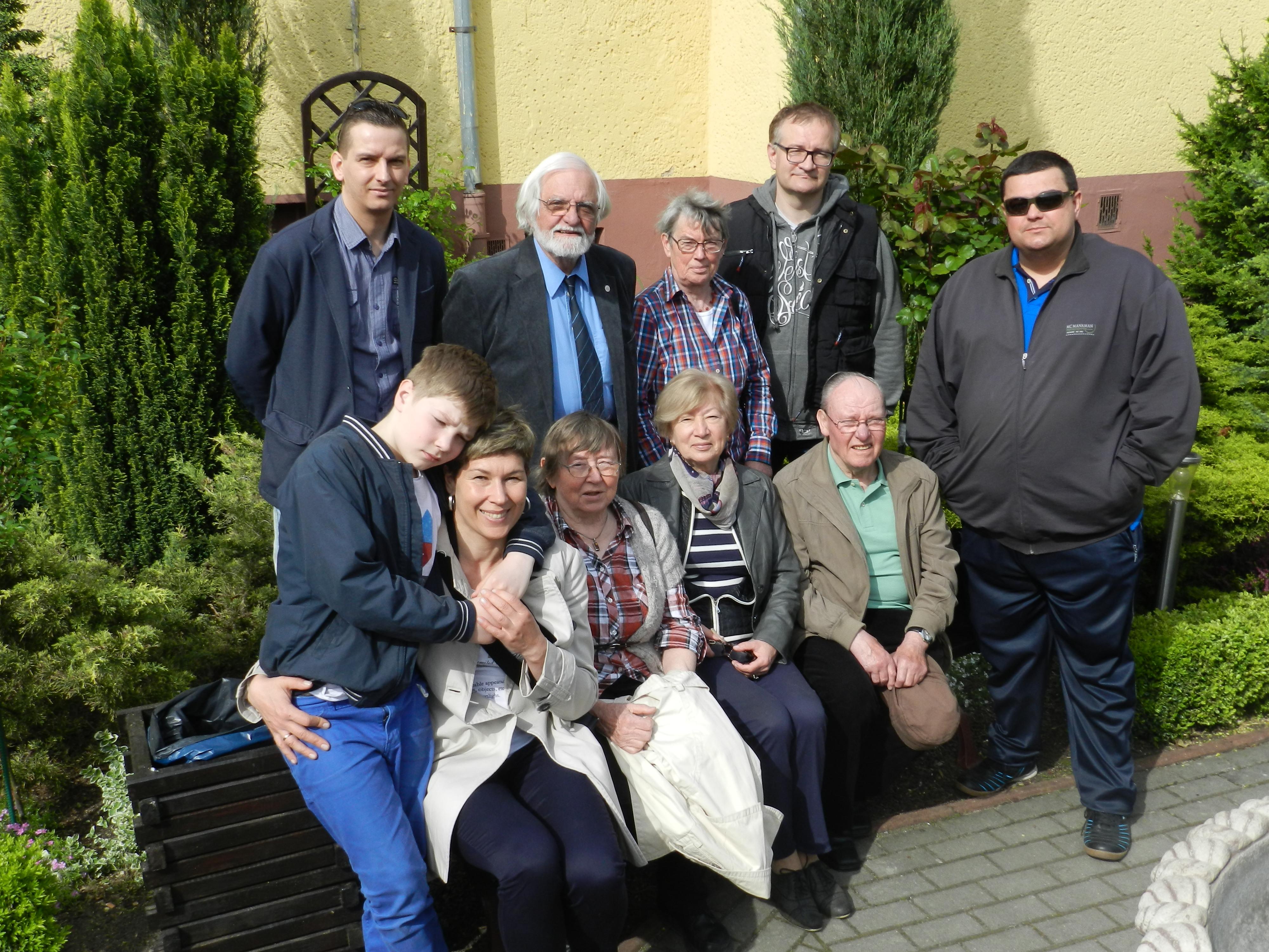 Goście z Lubeki przed schroniskiem Cuma